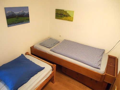 2. Schlafzimmer, Bett 200 x 90 cm