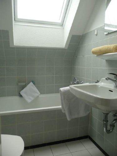 Das Badezimmer mit Wannenbad