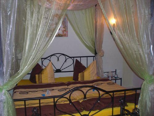 Himmelbett im Schlafzimmer II