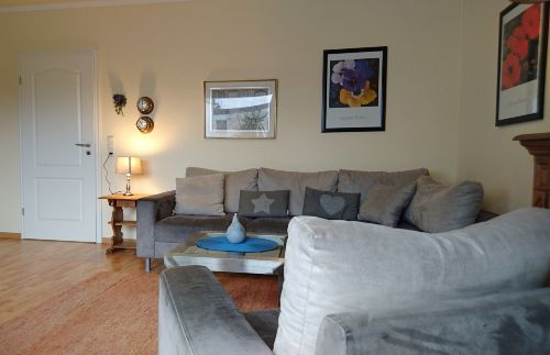 gemütliches Sofa und Sessel