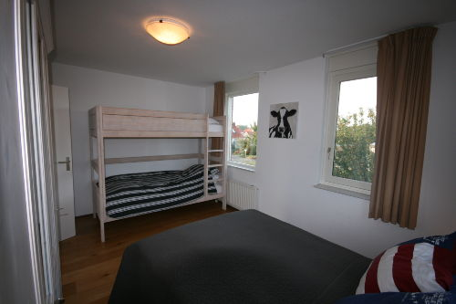 Etagenbett und Doppelbett in 1 Zimmer
