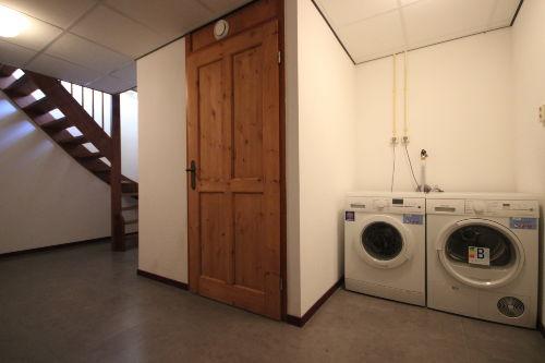 Waschmachine und Trockner im Keller