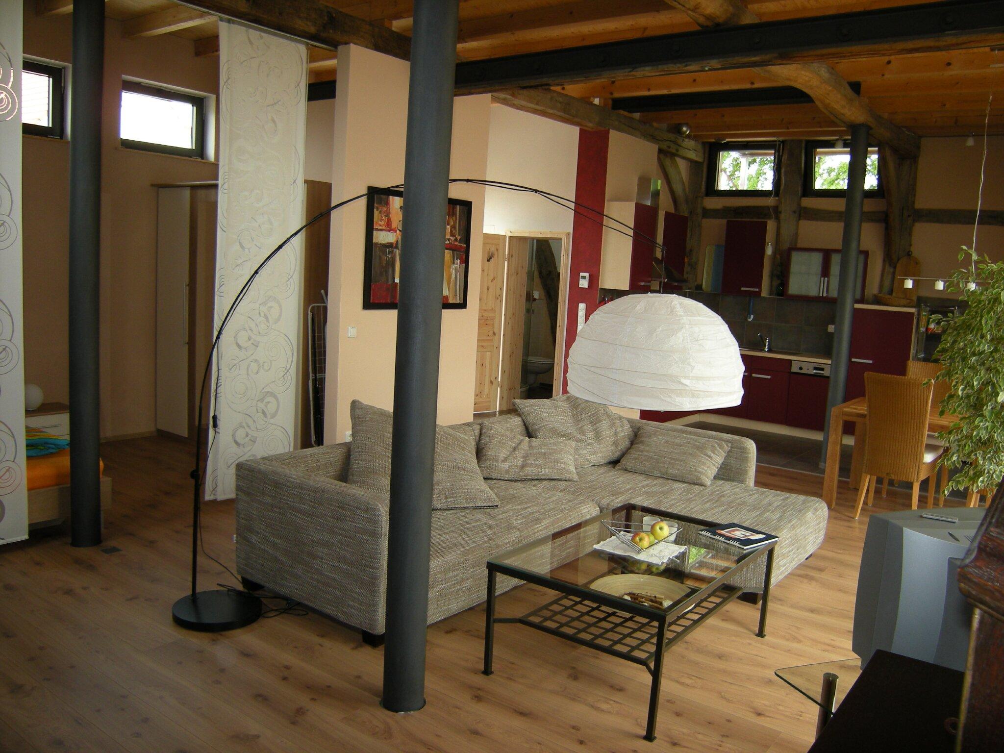 Wohnraum mit Zugang zum Garten