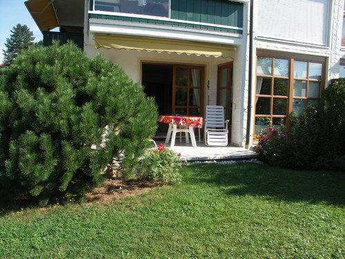 Garten mit gedecktem Sitzplatz