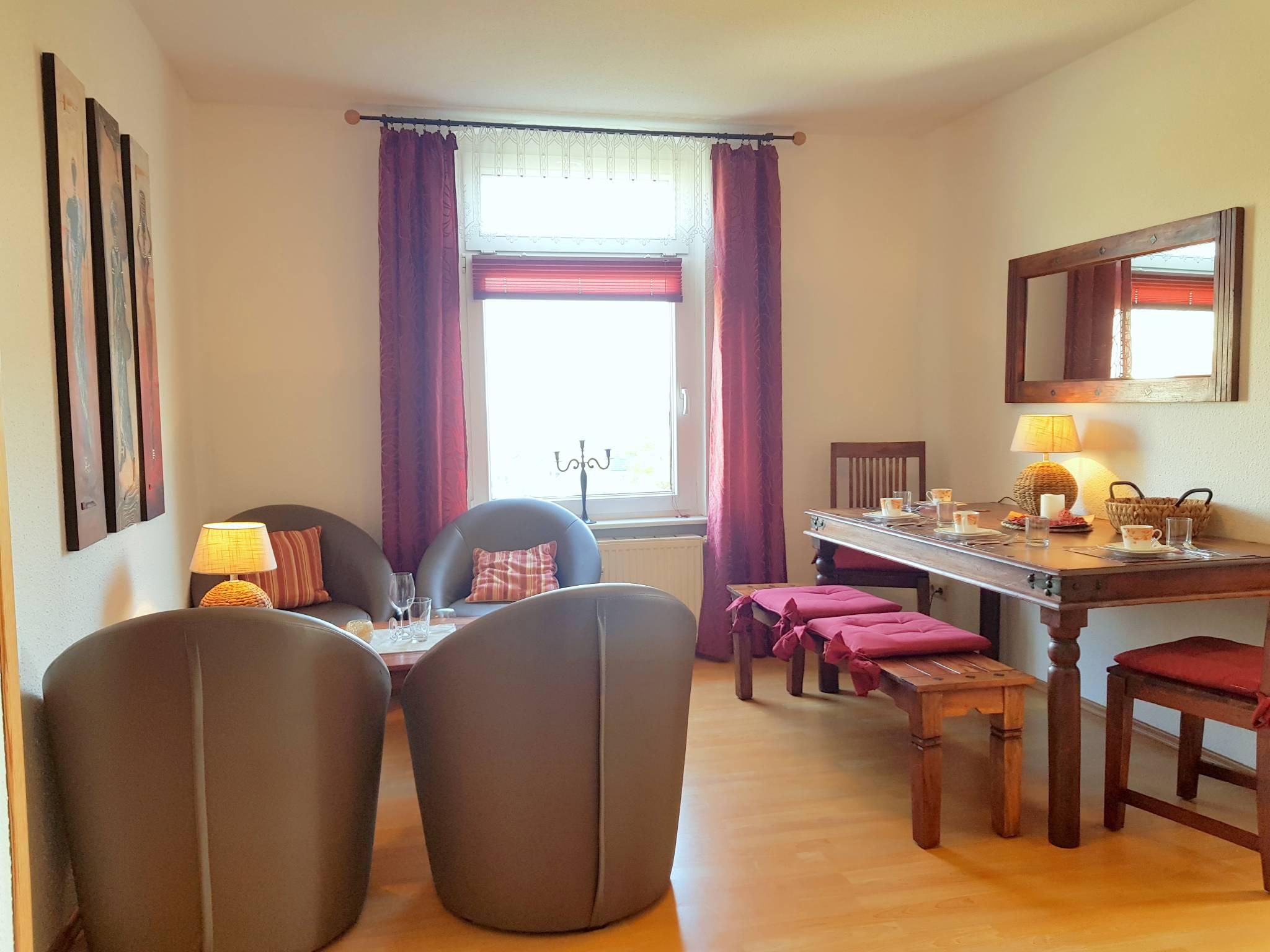2 Schlafzimmer mit Doppelbett