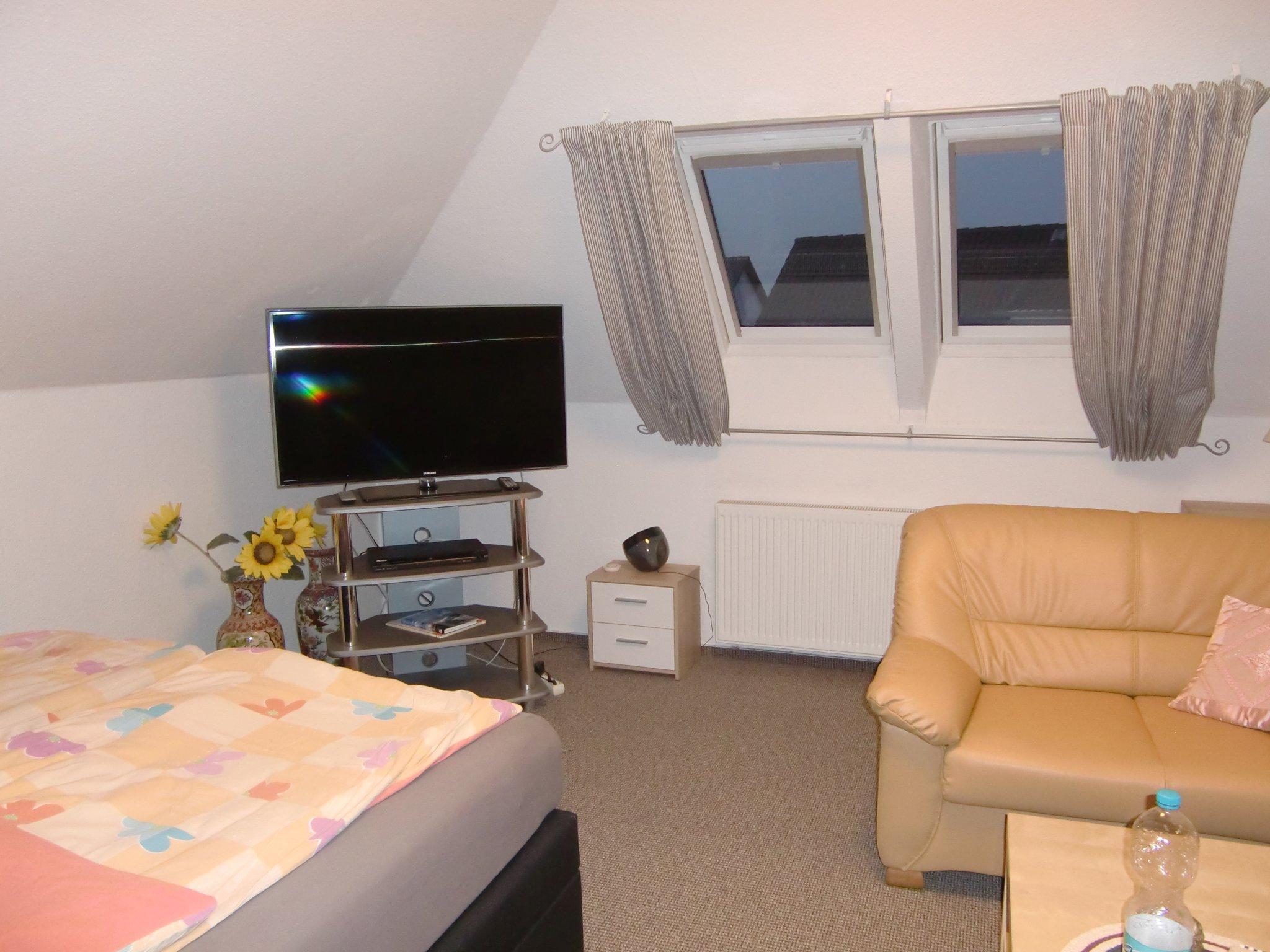 Zimmer 1 mit gemütlicher Sitzecke