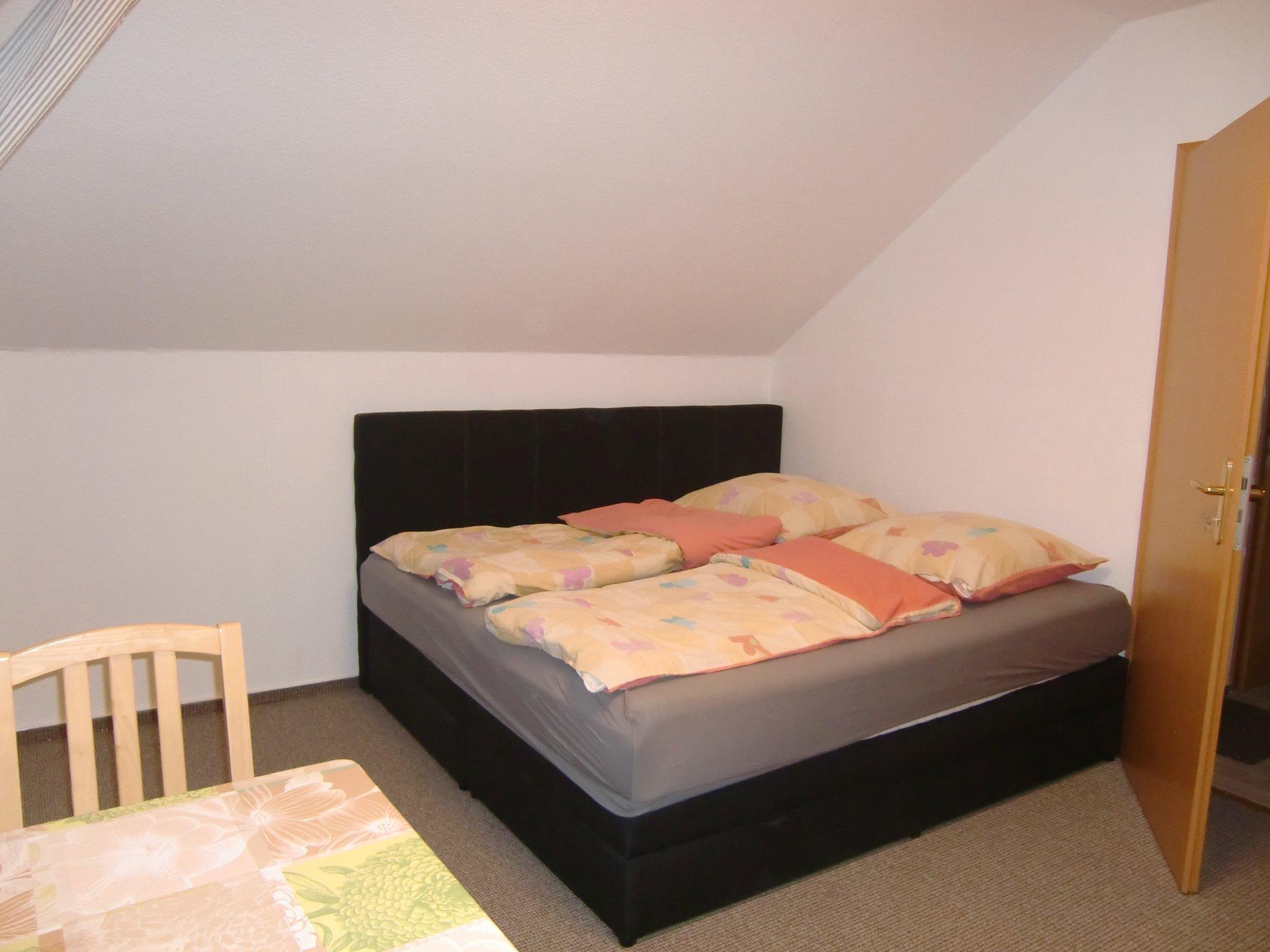 Zimmer 2 mit Einzelbett, TV, DVD
