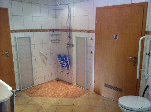 Badezimmer mit Durchgang Wellnessbereich