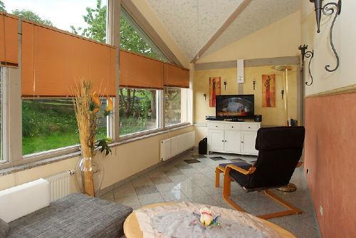 Wohnzimmer mit Wintergartencharakter