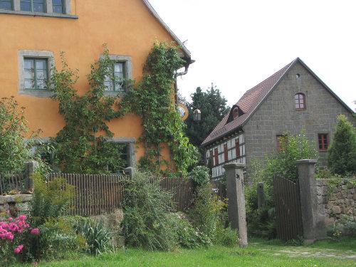 Wohn- und Ferienhaus vom Rundlng aus