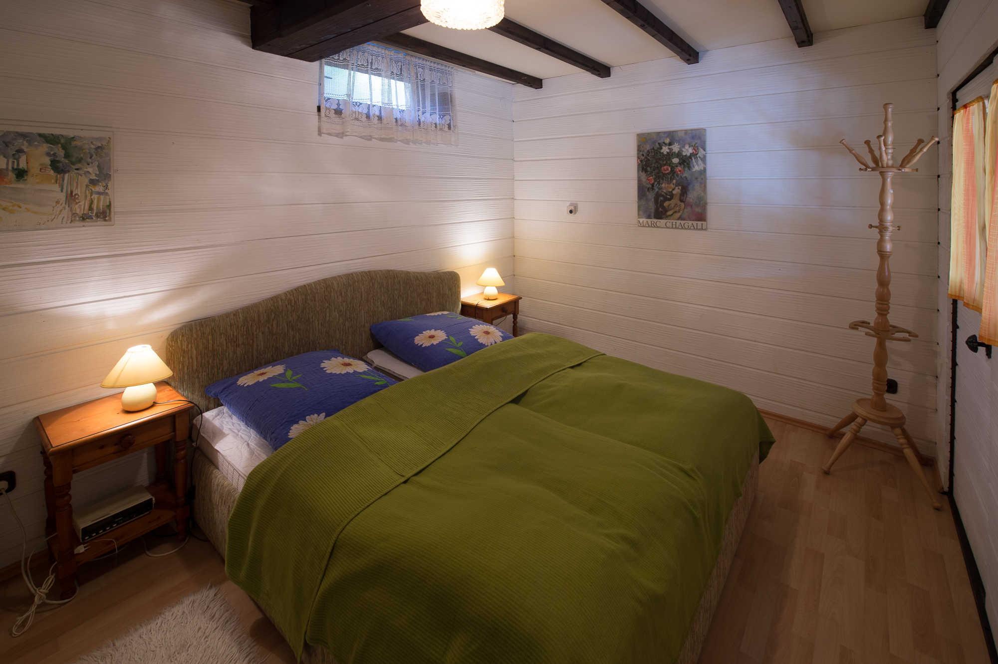 Schlafzimmer Untergeschoss mit Badzugang