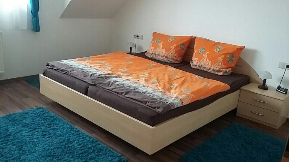 großes Schlafz. Bett 1,80 x 2 m