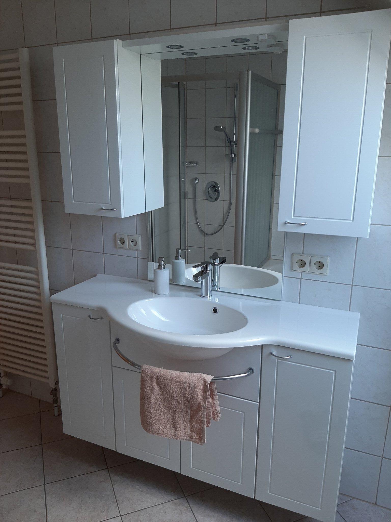 Handtücher und WC- papier gehören dazu