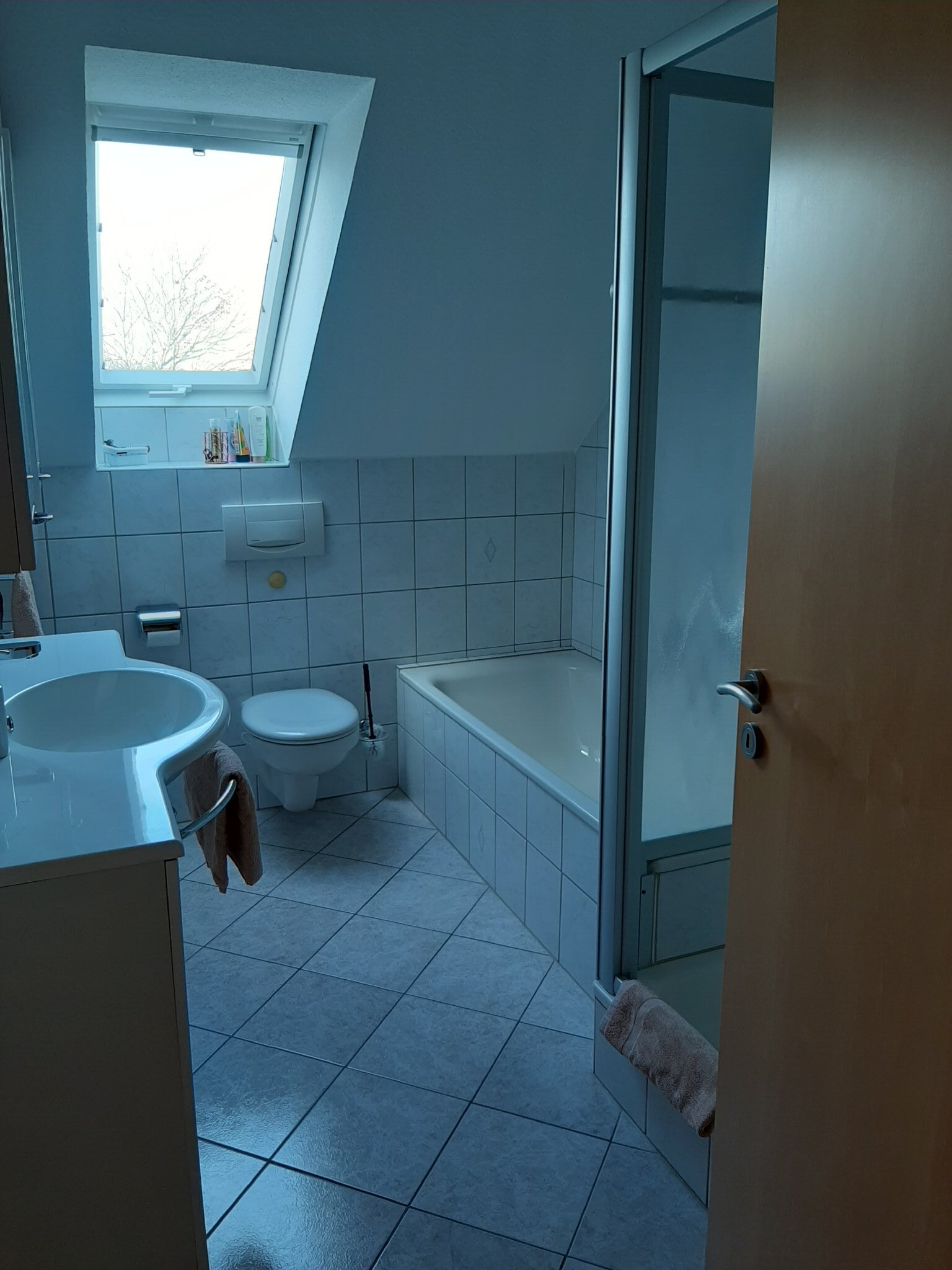 Duschkabine, Badewanne, WC usw.