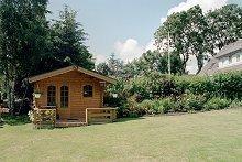Blockhütte im Garten