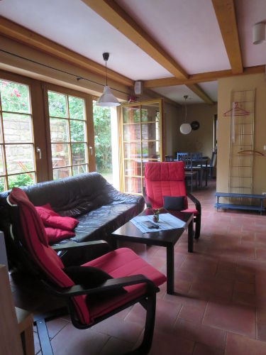 Wohnbereich Blick zur Terrasse und Küche