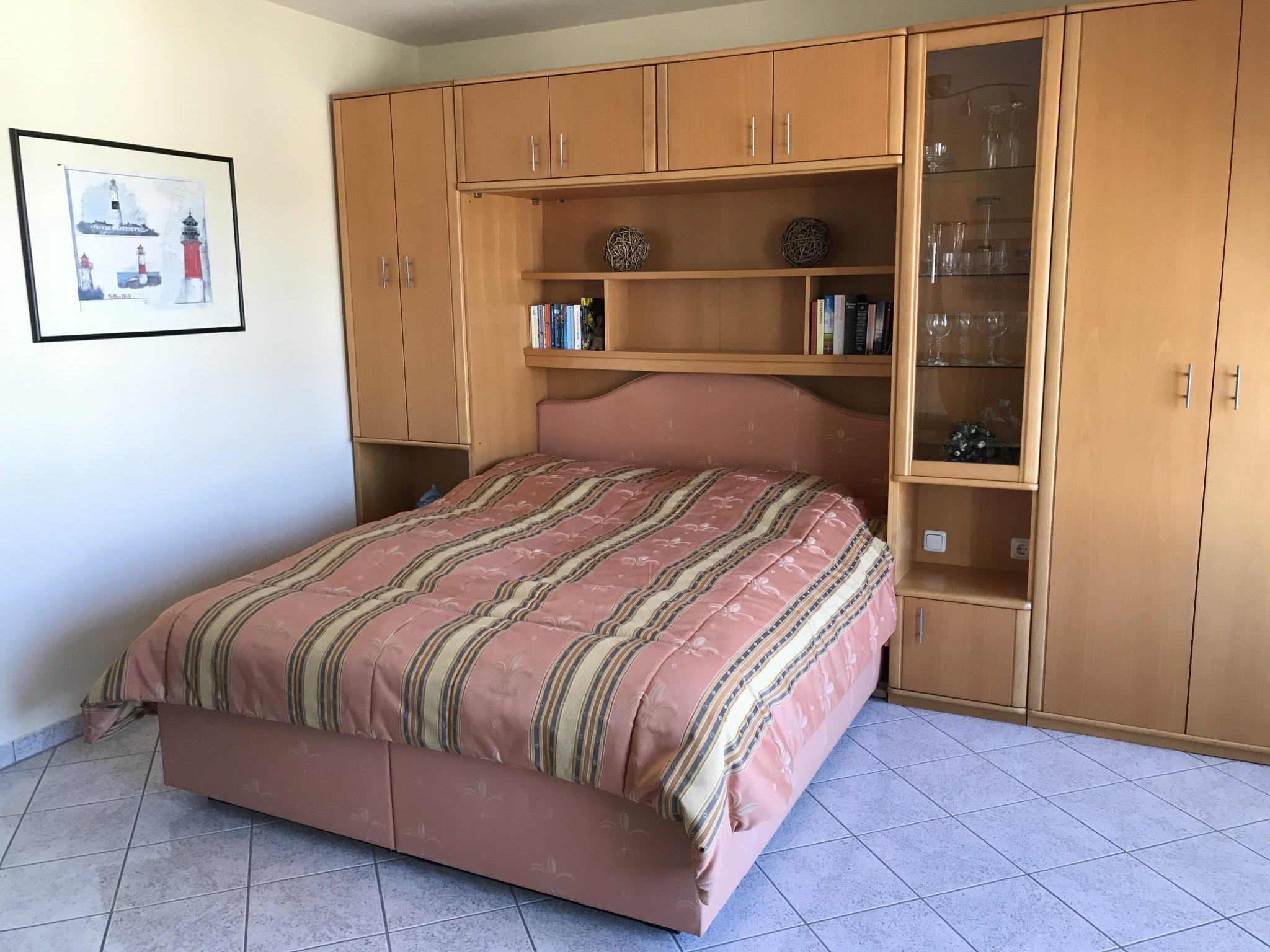 Komfortables Polsterbett in Seniorenhöhe
