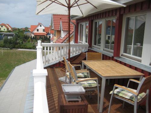 Dachterrasse mit Liegestuhl, Grill