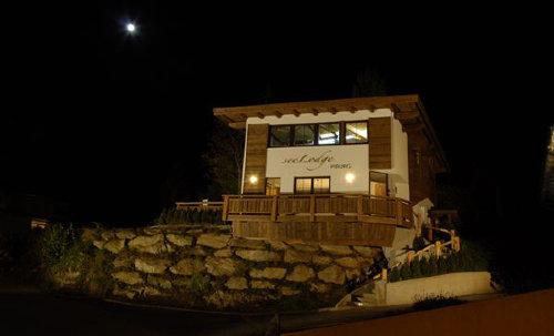 Unsere Lodge bei Nacht