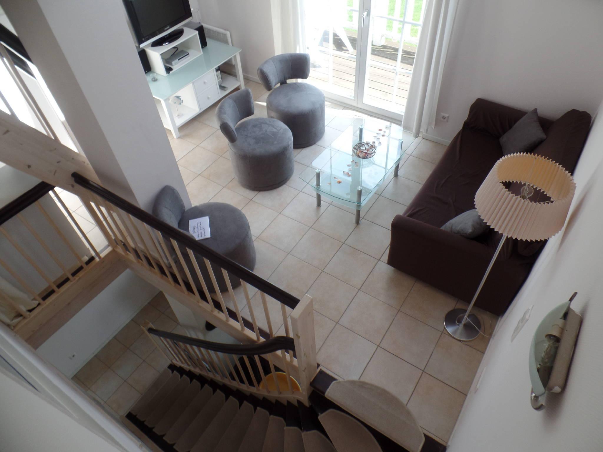 Wohnraum mit Meerblick und Balkon