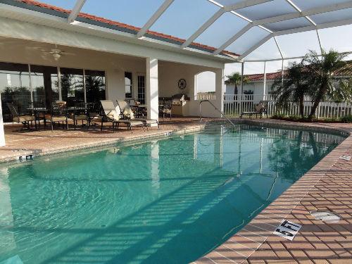 Clubhaus mit Pool