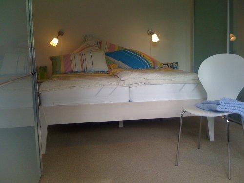 Bettwäsche und Handtücher sind vorhanden