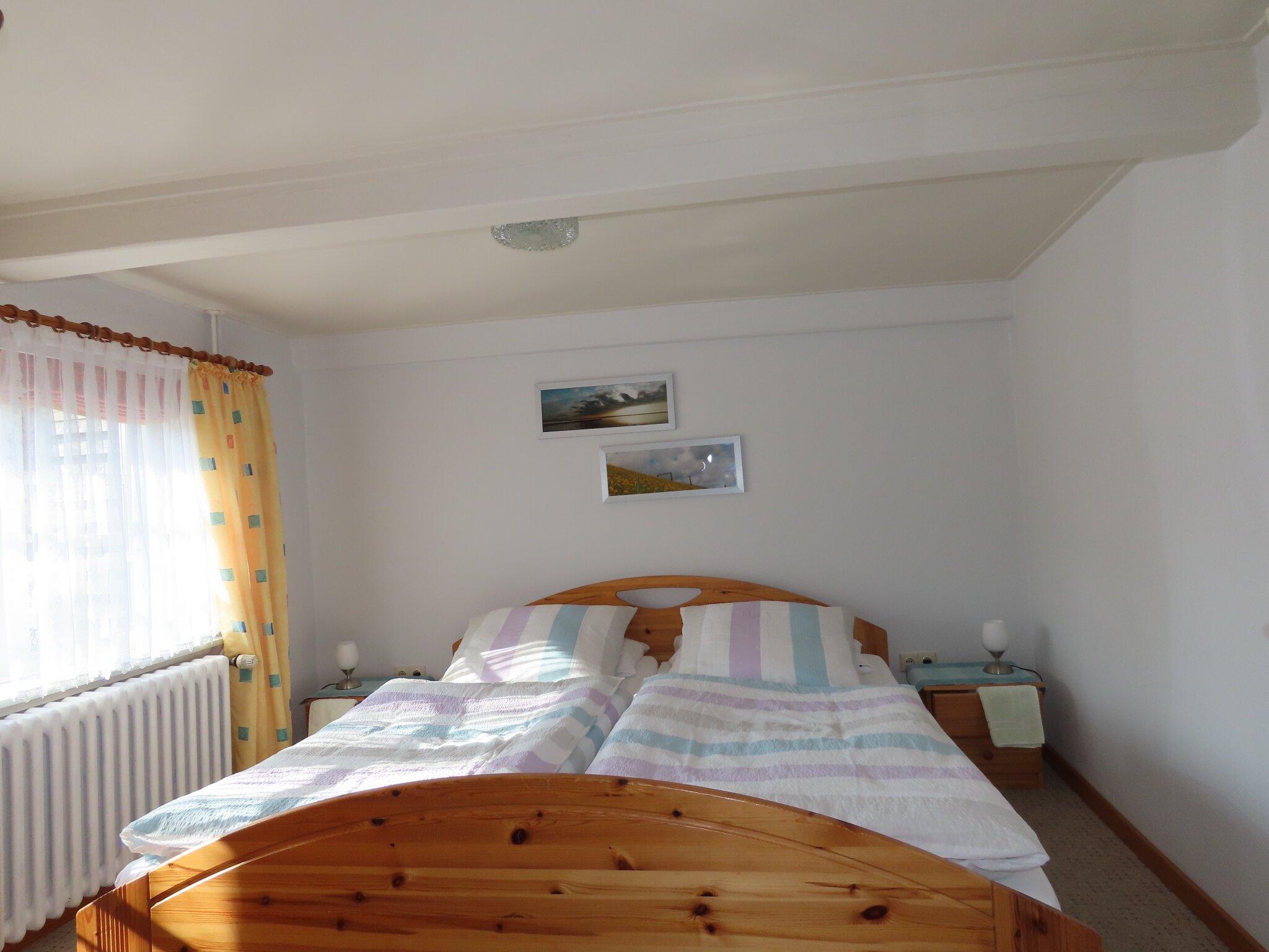 das Schlafzimmer mit 2m Betten