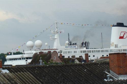 Aussicht auf vorbeifahrende Schiffe