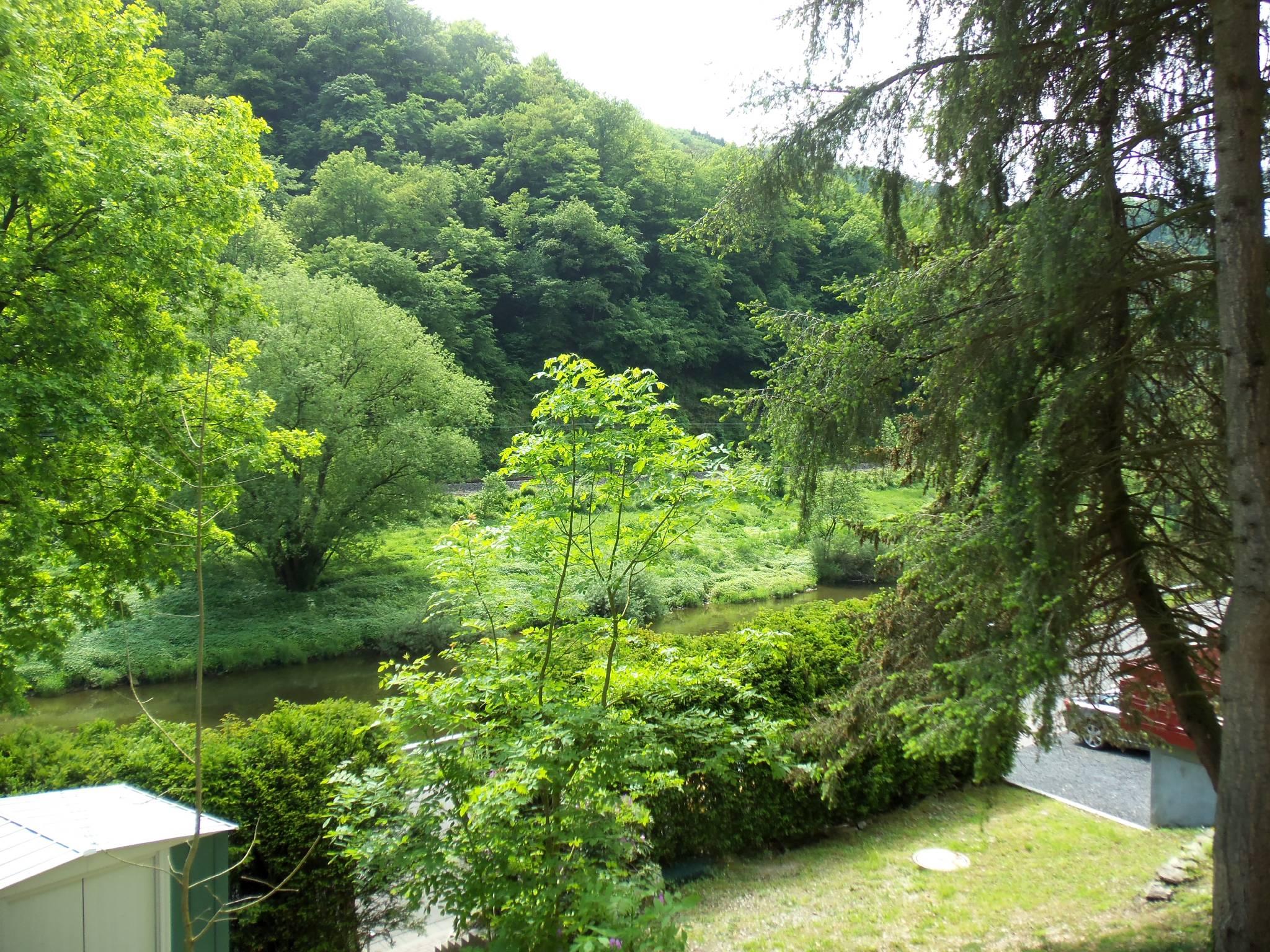 """Terrasse mit Blick auf den Fluss """"Lahn"""""""