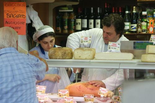 Einkaufen auf dem Markt in Oneglia