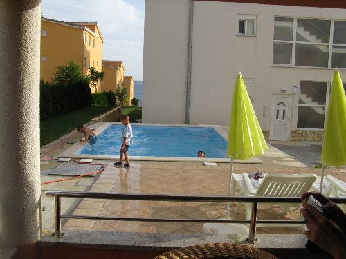 Schwimmingpool vor Haus