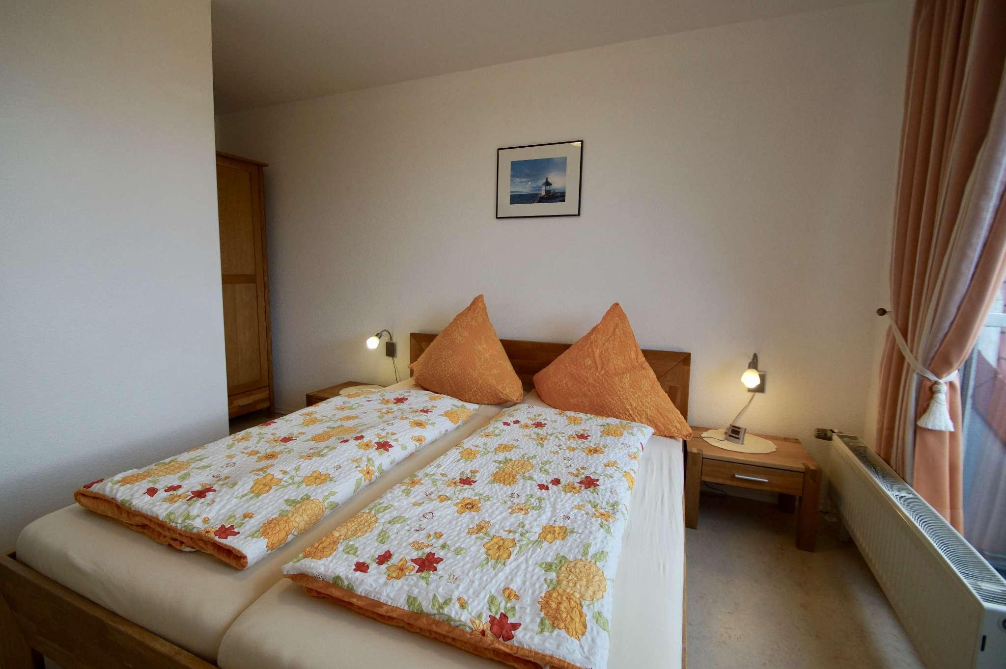 Schlafzimmer mit DB 160x200 und Balkon