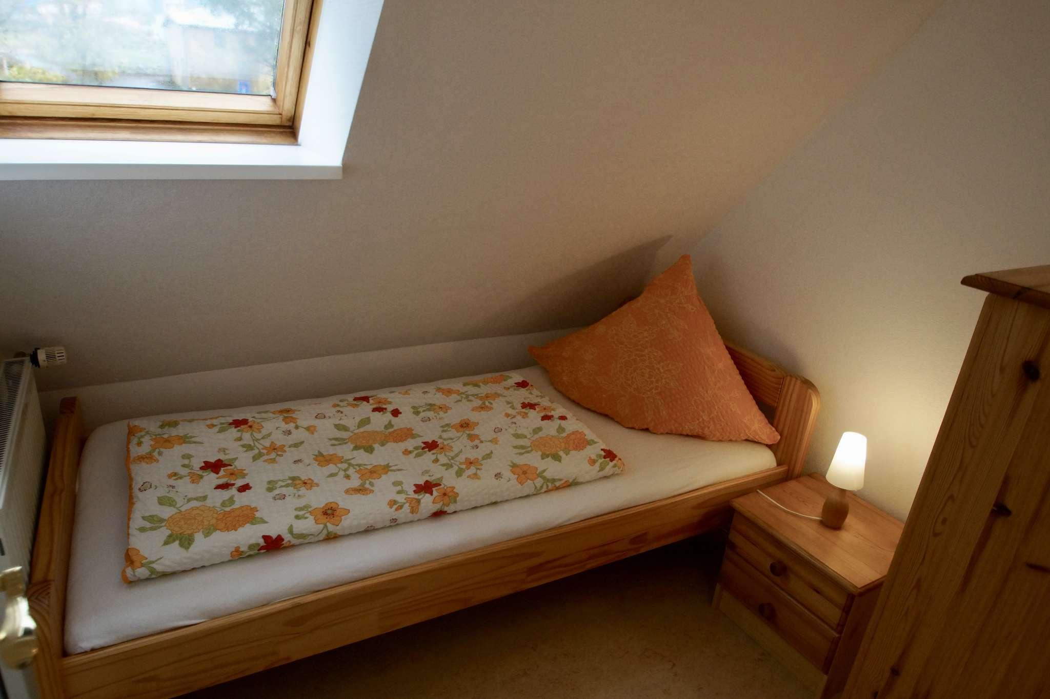 Schlafzimmer mit Einzelbett 90 x 200