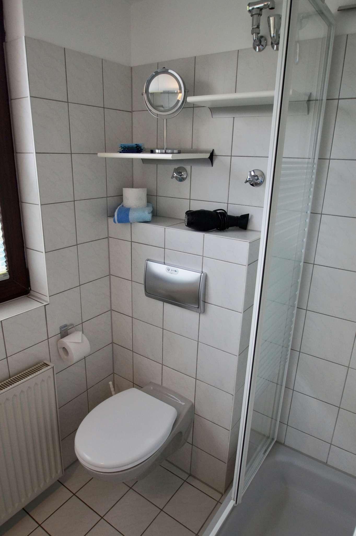 Duschbad mit großen Fenster