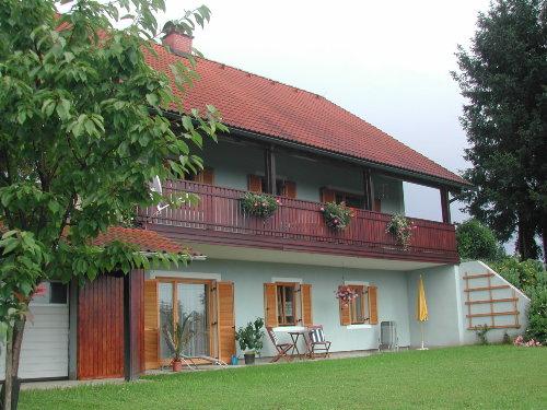 Hinterseite(beide Wohnungen ersichtlich)