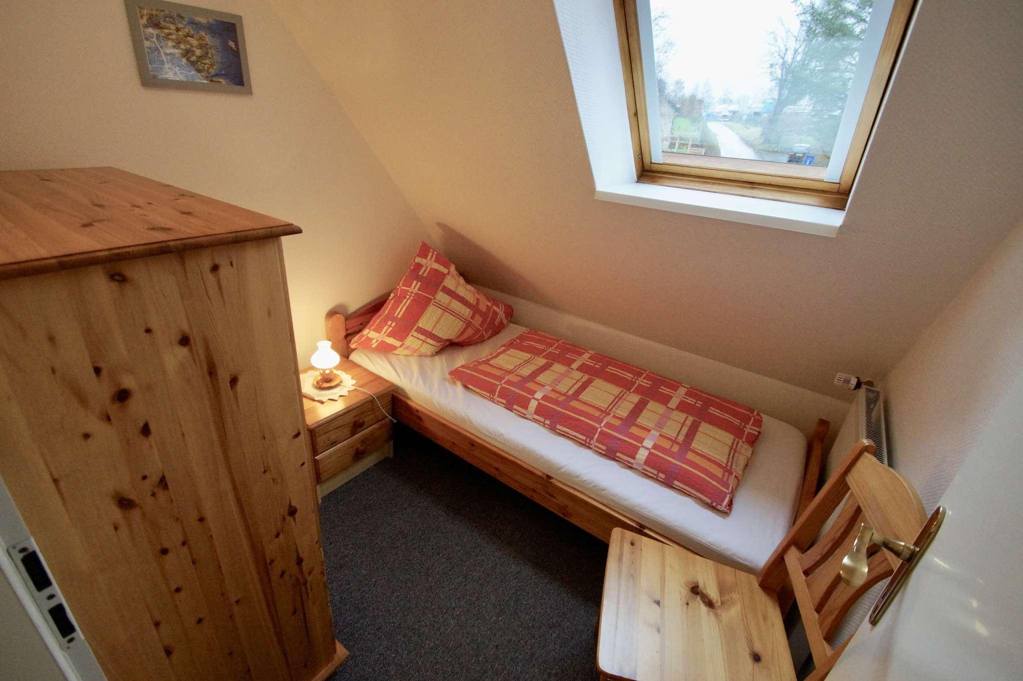 Schlafzimmer mit DB und Balkonzugang