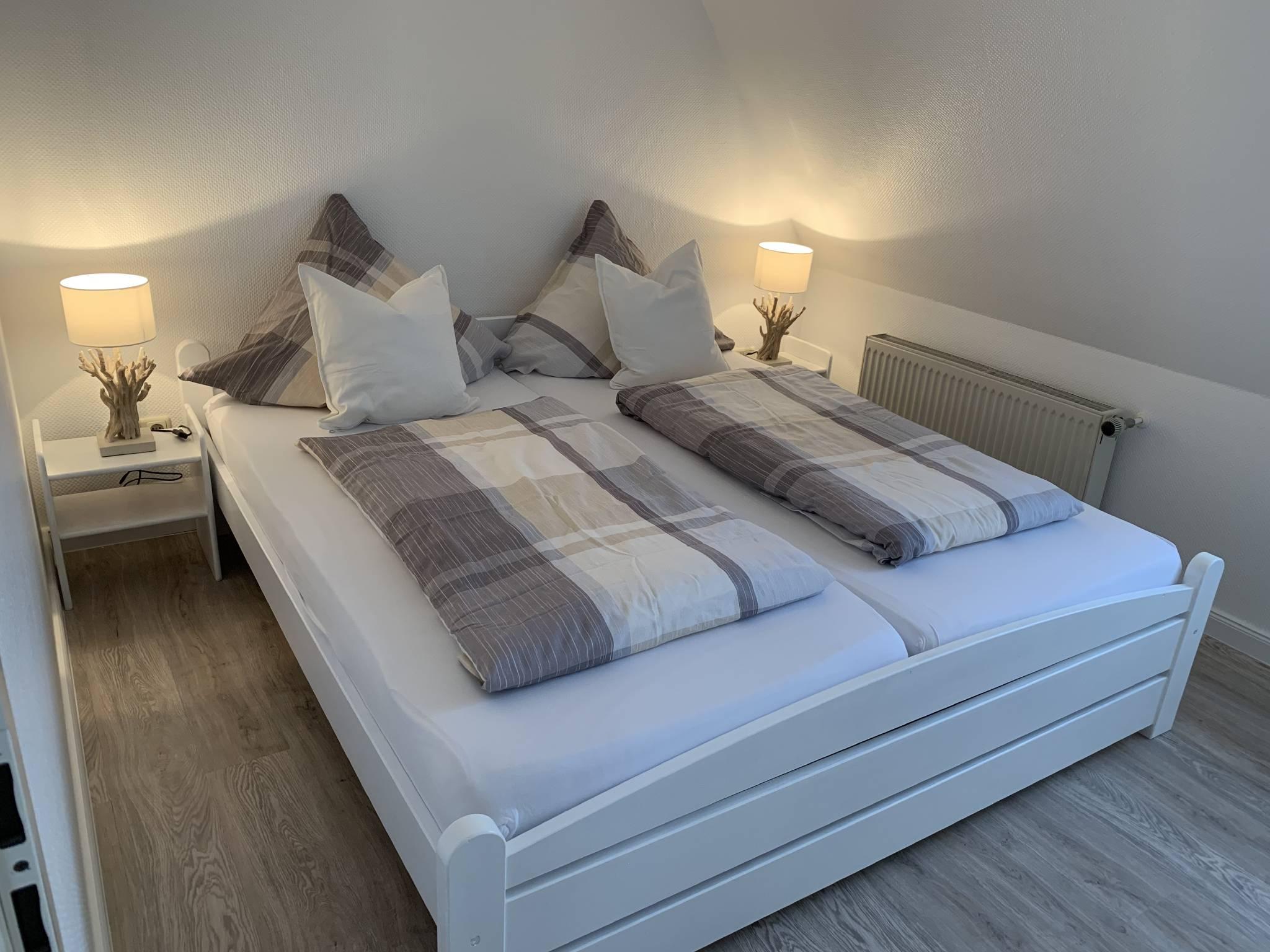 Wohnzimmer mit Flatscreen Fernseher