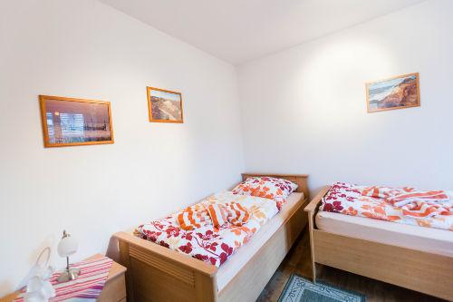 Obergeschoß-Zweibettzimmer