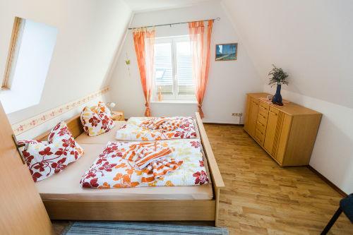 Dachgeschoß-Doppelbettzimmer