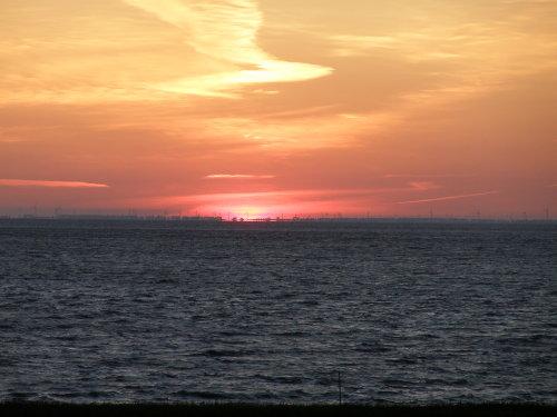 Sonnenaufgang und das andere Ufer