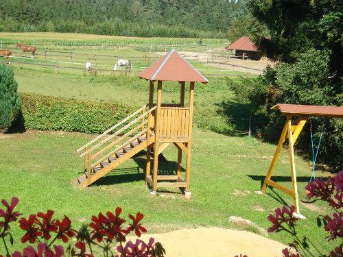 Spielturm, Spielsand und Schaukel