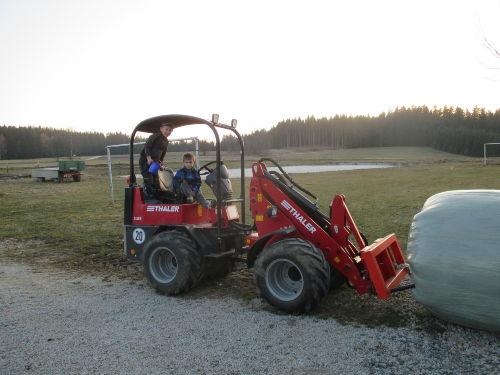 Moritz und Tim helfen Opa