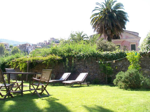 Blick in den Garten (250 qm)