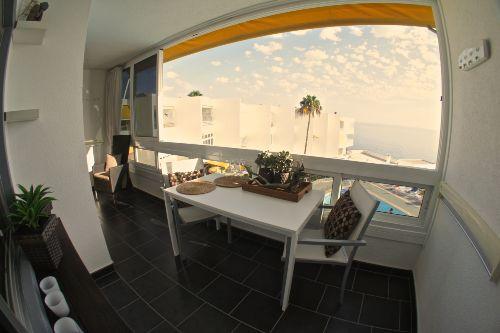 Der große offene Balkon