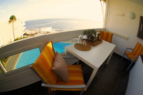 Der Balkon mit Blick aufs Meer