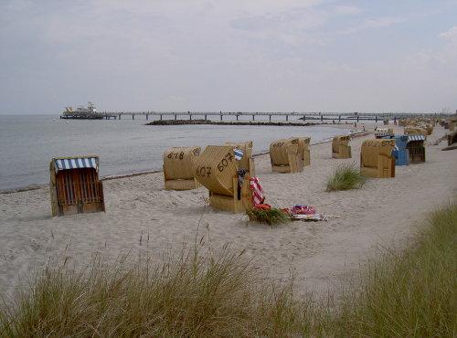 Strand und Seebrücke vor dem Haus