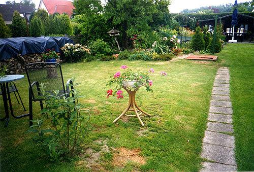 Garten mit Teich und H�uschen