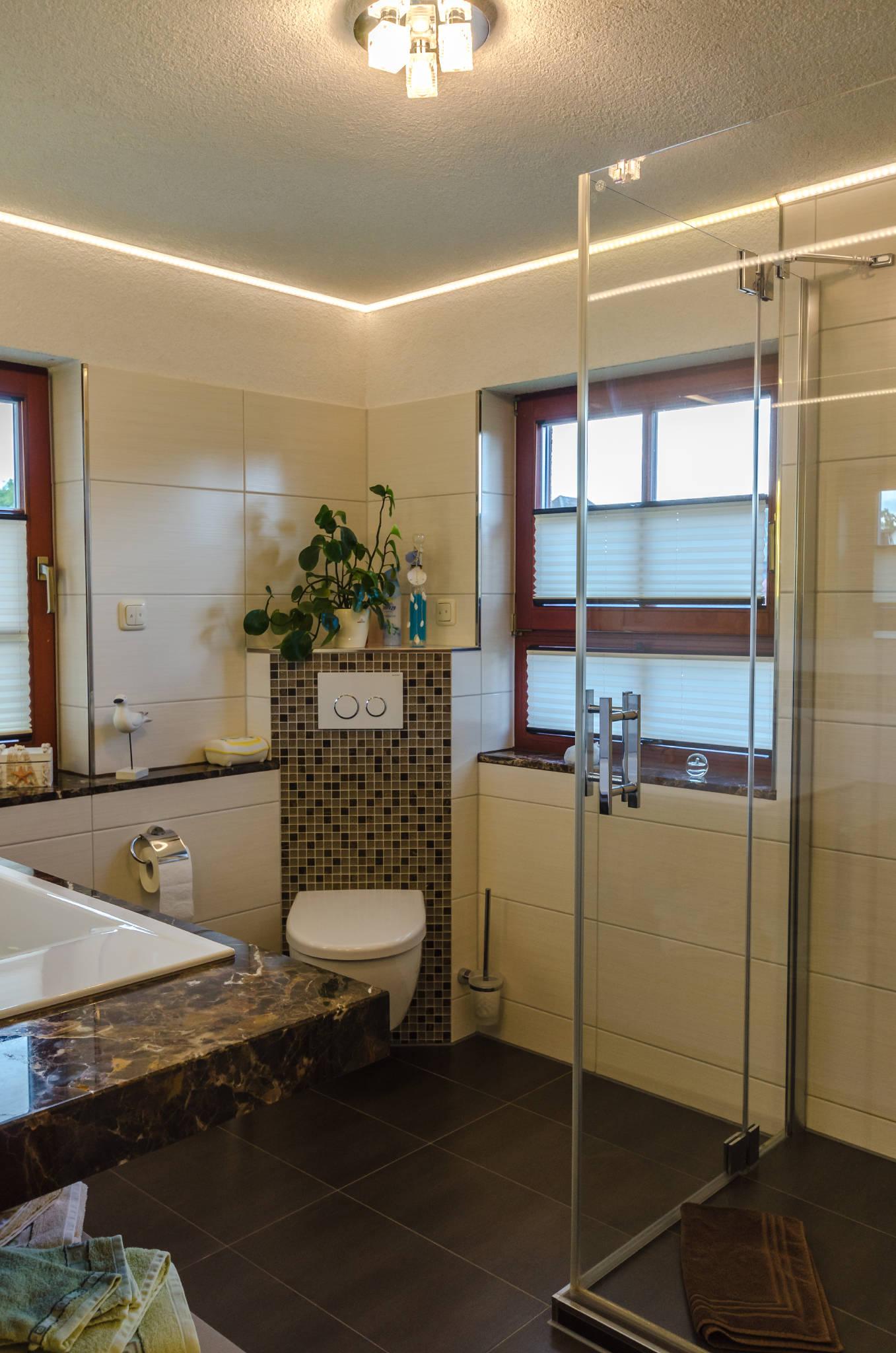 Bad mit 2 Fenstern