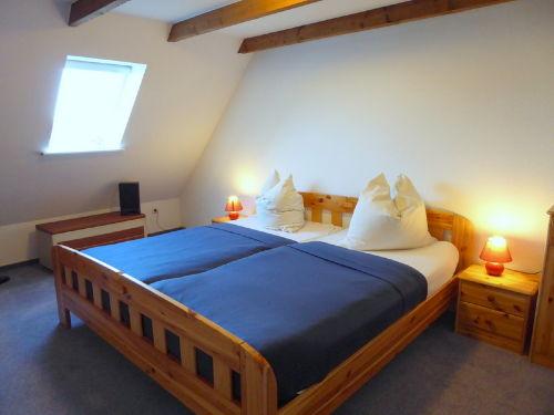 gemütliches Schlafzimmer im Dachstudio