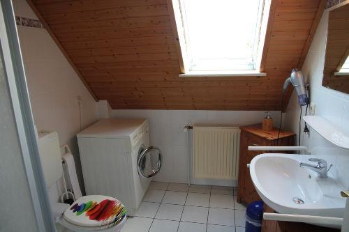das Duschbad mit Waschmaschine